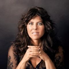 Click to visit and follow Naomi Wolf on Twitter!