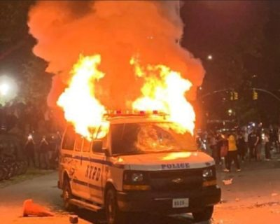 2020-05-29 New York Police Van Torced by Rioters